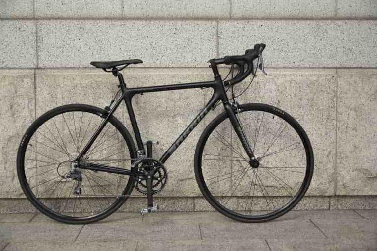 A Cube országúti kerékpár hosszútávon megbízható