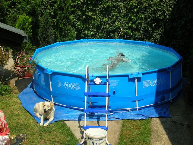 Fémvázas medence keringető rendszerrel