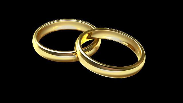 Esküvői karikagyűrű kétféle alapanyagból