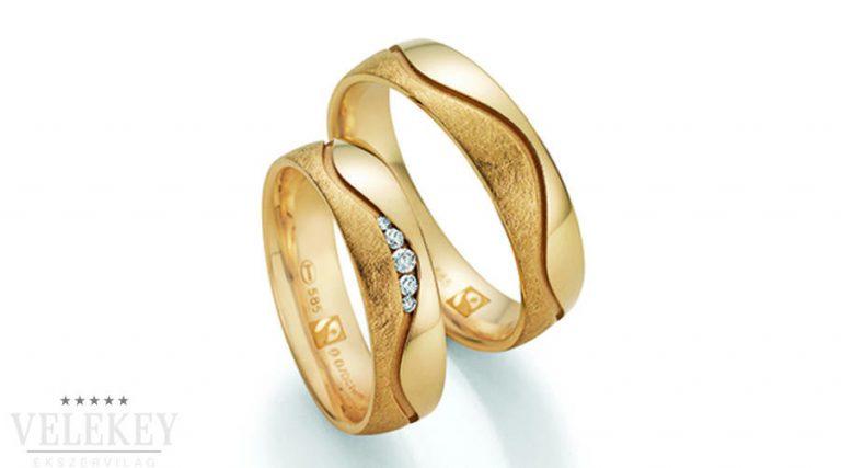 Aranyból készült egyszerű karikagyűrű
